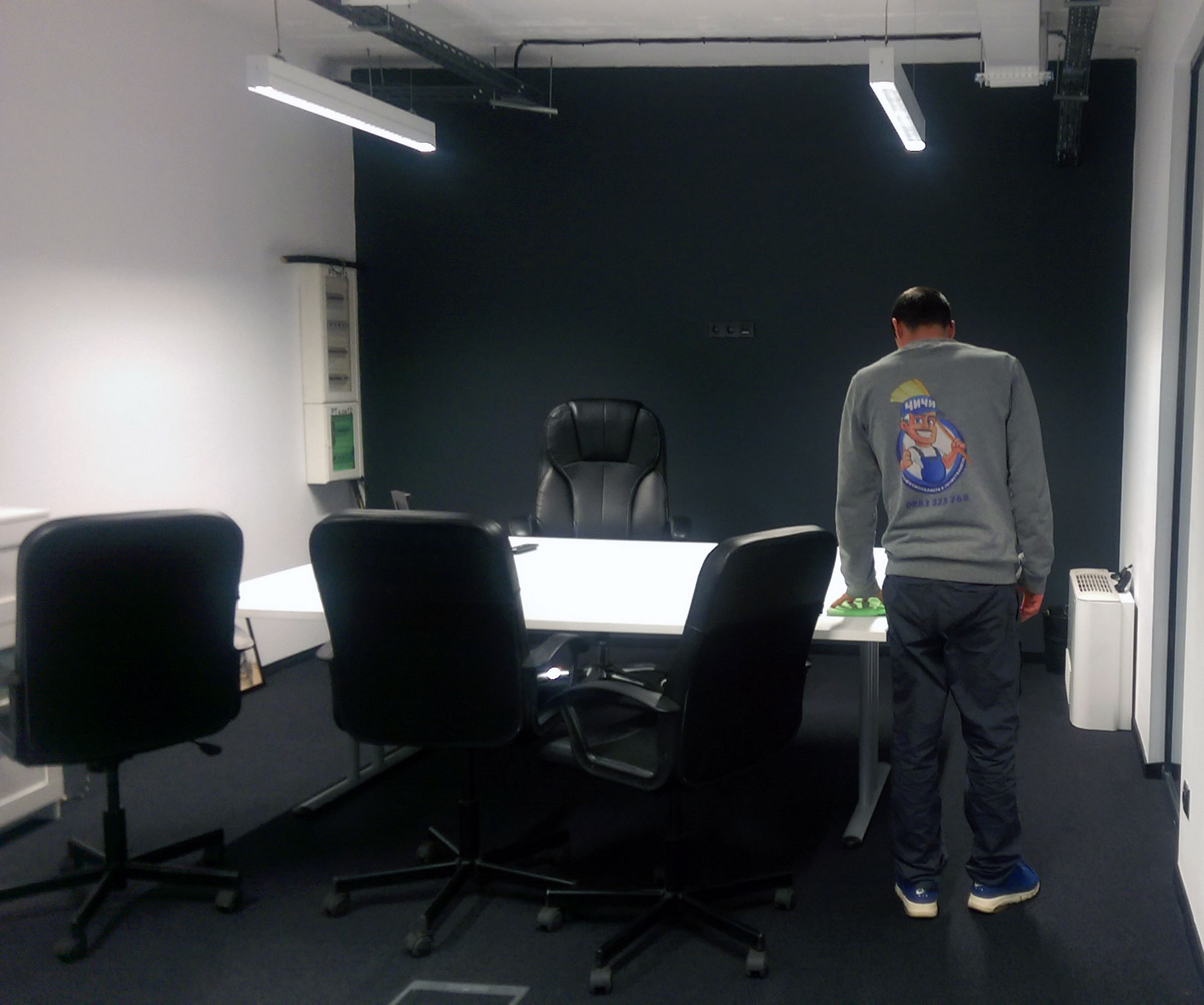 Почистване на офис бюро